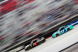 Martin Truex jr., Furniture Row Racing, Chevrolet, und Ricky Stenhouse jr., Roush Fenway Racing, For