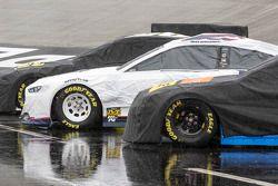 NASCAR-Autos unter Regeplanen