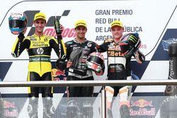 Podium : le deuxième, Alex Ring, Paginas Amarillas HP40, le vainqueur, Johann Zarco, Ajo Motorsport, et le troisième, Sam Lowes, Speed Up Racing