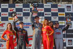 Copa GT podio de ganadores: Primer lugar Colin Thompson, segundo clasificado, Mitch Landry, y tercer