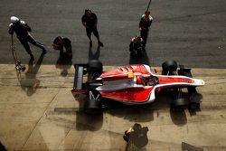 Esteban Ocon pit stop antrenmanı yapıyor