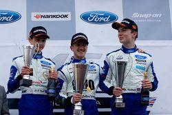 Podio de izquierda a derecha: James Tire, Ricky Collard y Daniel Ticktum