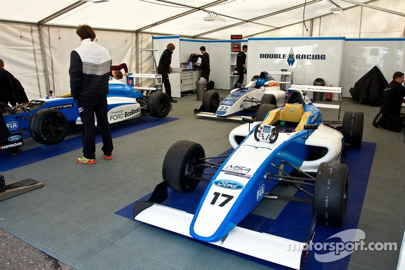 Préparation des voitures Double R Racing