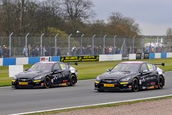 Derek Palmer y Richard Hawken Infiniti Support our Paras Racing