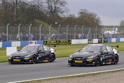 Derek Palmer y Richard Hawken Infiniti Support our Paras Racing