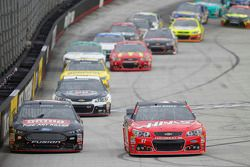 Greg Biffle, Roush Fenway Racing Ford y Kurt Busch, Stewart-Haas Racing Chevrolet