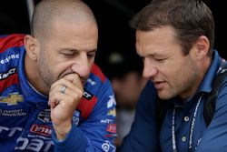 Tony Kanaan, Chip Ganassi Racing, und Townsend Bell