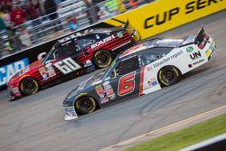 Chris Buescher, Roush Fenway Racing 福特 and Darrell Wallace Jr., Roush Fenway Racing 福特