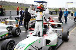 Race 2 winnaar Marvin Dienst, HTP Junior Team