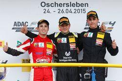 Race 3 Podium: tweede plaats Joey Mawson en winnaar Mick Schumacher, Van Amersfoort Racing en Thomas
