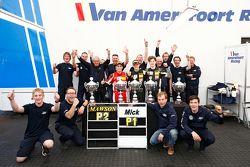 Joey Mawson en winnaar Mick Schumacher, Van Amersfoort Racing