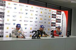 Conférence de presse : le deuxième, Nyck de Vries, DAMS, le vainqueur, Matthieu Vaxivière, Lotus, et le troisième, Oliver Rowland, Fortec Motorsports