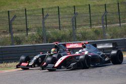 Nyck de Vries, DAMS et Matthieu Vaxivière, Lotus, en lutte pour la victoire