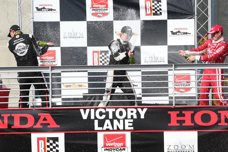 Podium: second place Graham Rahal, Rahal Letterman Lanigan Racing and winner Josef Newgarden, CFH Ra