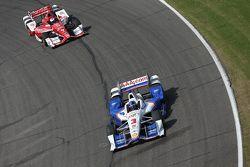 Helio Castroneves, Team Penske Chevrolet and Scott Dixon, Chip Ganassi Racing Chevrolet