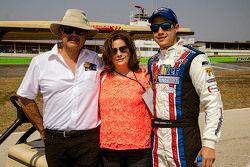 Enrique Contreras, Race Planet con sus padres.