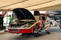 Auto de Luis Felipe Montaño, en el pit de HO Speed Racing