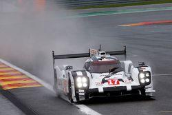 #17 Porsche Team 919 Hybrid Тимо Бернхард, Марк Уэббер и Брендан Хартли