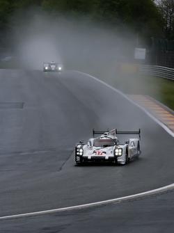 #17 Porsche Team Porsche 919 Hybrid Hybrid: Тимо Бернхард, Марк Уэббер и Брендан Хартли
