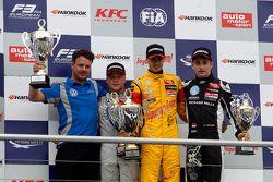 Podium: 2. Felix Rosenqvist, Prema Powerteam, Dallara F312 Mercedes-Benz; 1. Antonio Giovinazzi, Jag