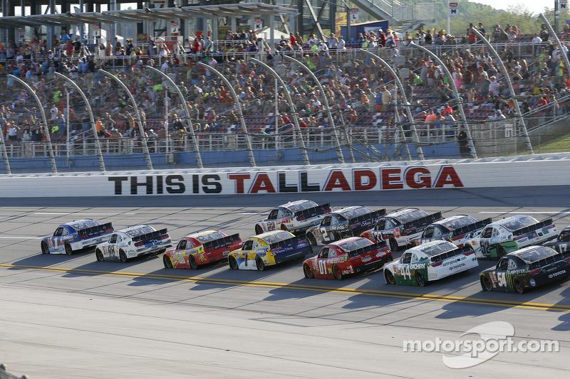 تجمع السيارات في السباق