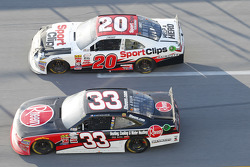 Austin Dillon, Richard Childress Racing Chevrolet en Erik Jones, Joe Gibbs Racing Toyota