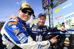 Greg Ives y Dale Earnhardt Jr.