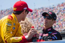 Greg Biffle, Roush Fenway Racing Ford ve Joey Logano, Penske Ford Takımı