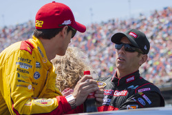 Greg Biffle, Roush Fenway Racing Ford et Joey Logano, Team Penske Ford