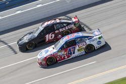 Greg Biffle, Roush Fenway Racing Ford y A.J. Allmendinger, JTG Daugherty Racing Chevrolet