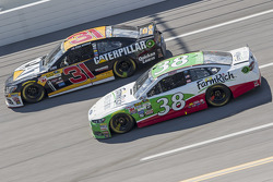 Ryan Newman, Richard Childress Racing Chevrolet and David Gilliland, Front Row Motorsports Ford