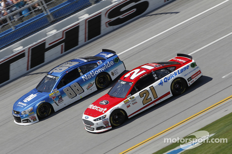 Dale Earnhardt jr., Hendrick Motorsports, Chevrolet, und Ryan Blaney, Woods Brothers Racing, Ford