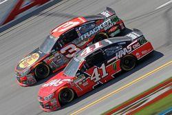 Austin Dillon, Richard Childress Racing Chevrolet et Kurt Busch, Stewart-Haas Racing Chevrolet