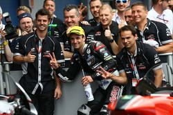 Johann Zarco, Ajo Motorsport fête sa 2e place avec son équipe