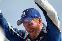 Dale Earnhardt Jr., Hendrick Motorsports celebrates