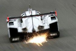 #19 Porsche Team Porsche 919 Hybrid: Нико Хюлькенберг, Эрл Бамбер, Ник Тэнди