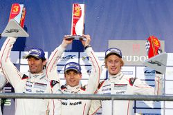 Podium: derde plaats Mark Webber, Timo Bernhard, Brendon Hartley