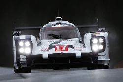 #17 Porsche Team Porsche 919 Hybrid Timo Bernhard, Mark Webber, Brendon Hartley
