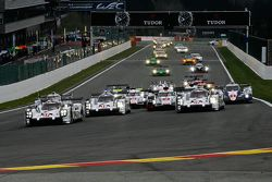 Start: #17 Porsche Team Porsche 919 Hybrid Hybrid: Timo Bernhard, Mark Webber, Brendon Hartley leads
