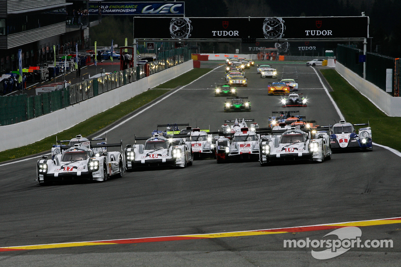 Départ : #17 Porsche Team Porsche 919 Hybrid Hybrid : Timo Bernhard, Mark Webber, Brendon Hartley mène
