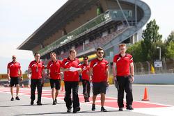 Will Stevens, Manor F1 Team, loopt het circuit met het team
