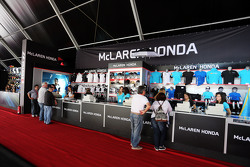 Stand de mercancía de McLaren