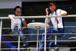(Von links nach rechts): Felipe Massa, Williams, mit Chefingenieur Rob Smedley