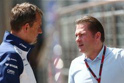 (Von links nach rechts): Steve Nielsen, Williams-Sportchef, mit Jos Verstappen