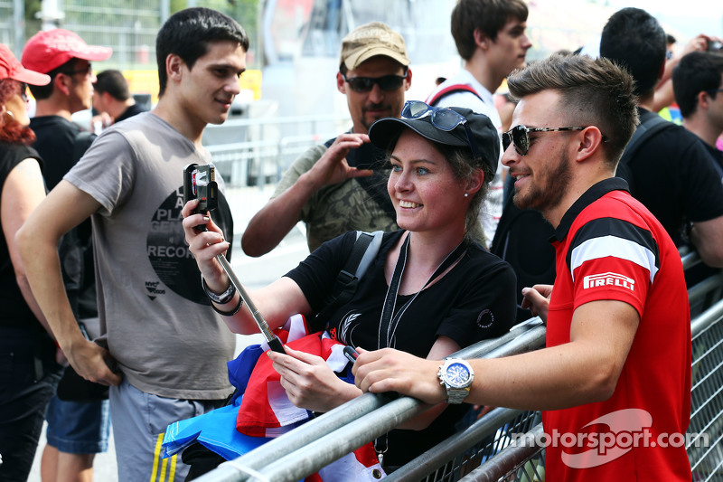 Will Stevens, Manor F1 Team with fans