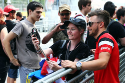 Will Stevens, Manor F1 Team, met fans