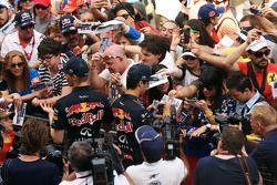 (De izquierda a derecha): Daniil Kvyat, Red Bull Racing y Daniel Ricciardo, de Red Bull Racing firma