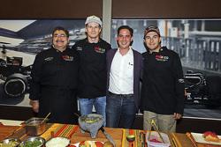 (De izquierda a derecha): Chef Rubén Boldo Villegas, Nico Hulkenberg y Sergio Pérez Sahara Force India F1 y Rodrigo Sanchez Subdirector de Mercadotecnia del Gran Premio De México, cocinan comida mexicana en el motorhome del equipo