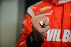 Simon Pagenaud, Penske Racing Chevrolet e il suo anello da vincitore della Indy GP 2014