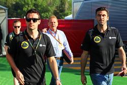 (Von links nach rechts): Jolyon Palmer, Test- und Ersatzfahrer Lotus F1 Team, mit Jonathan Palmer un